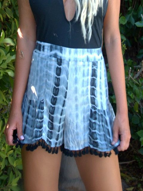 DON'T TASSEL ME Black And Cream Shorts