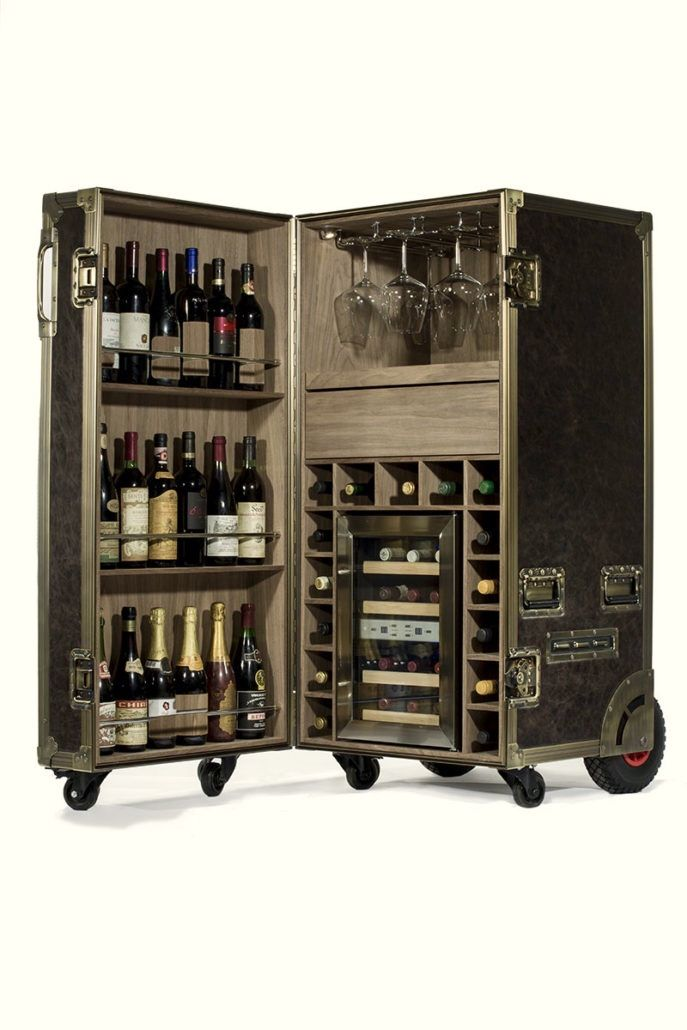 Wine flight case top luxury quality in vera pelle con una cantina interna alimentata a due temperature interni in noce bicchieri da vino appesi