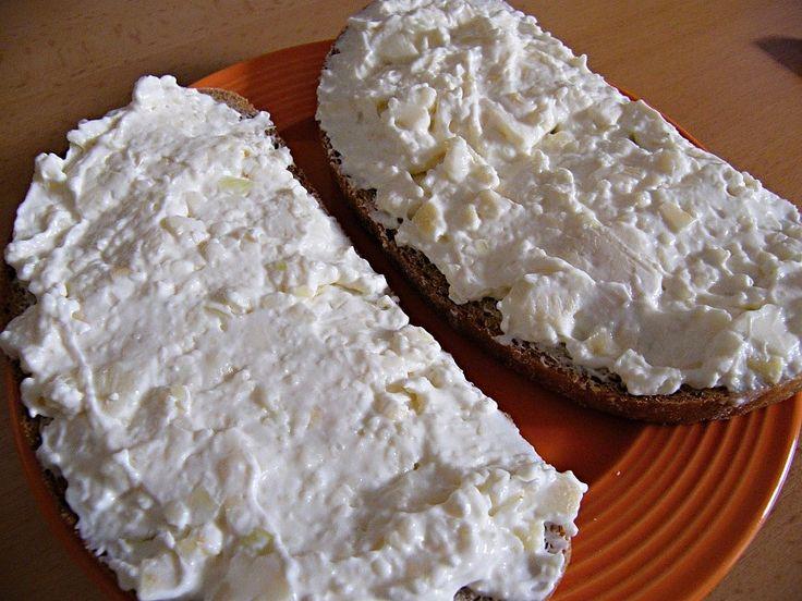 z romadúru,hermelínu,taveného sýru,cibulky,česneku