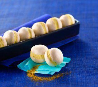 Macarons de Champignons au Curry  -  4 personnes  Pour 20 pièces : 40 petits champignons de Paris aux chapeaux bien ronds - 150g de fromage frais de type Philadelphia - 2 cuillères à café de curry doux