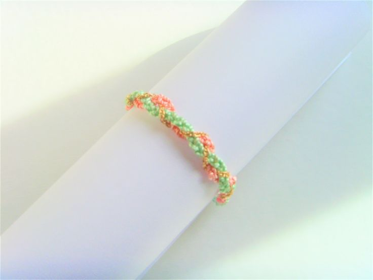 Bracelet Pastel Vert Saumon Chaine Dorée tressé . : Bracelet par crea-mania