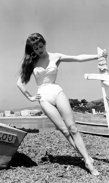 Vintage CannesVintage Swimsuits, Cannes Film Festivals, Bridget Bardot, Vintage Glamour, Style Hair, At The Beach, Old Pictures, Brigittebardot, Brigitte Bardot