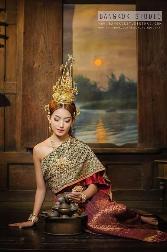 ชุดไทย 2