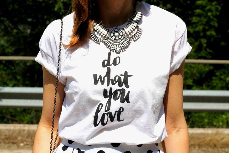 #statementnecklace #printedtee #tshirt #printedtshirt #fashionblogger