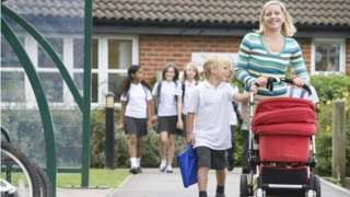 Fragmented school places system 'harms education' - BBC News