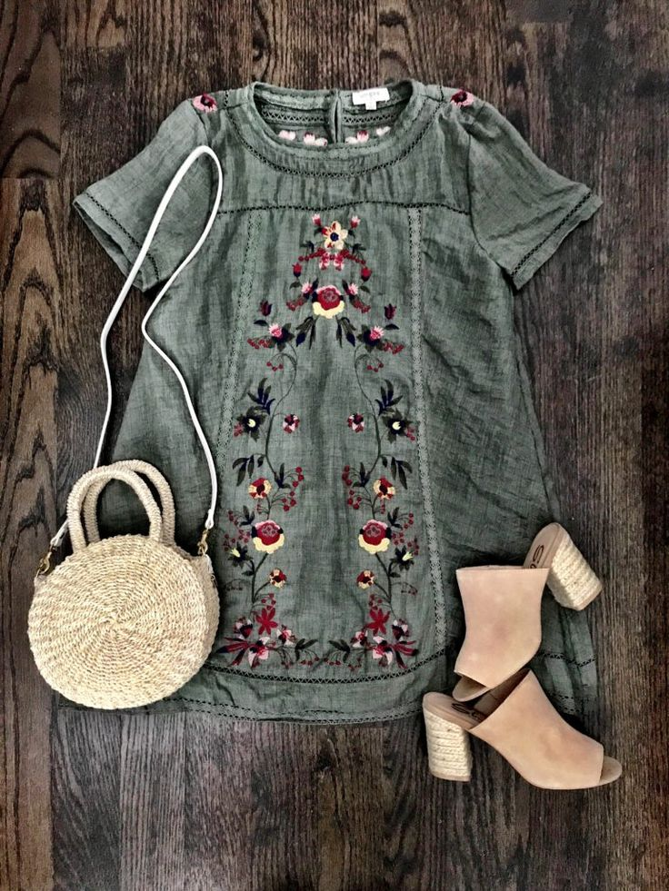 Love this except for the shoes, I'd rather go barefoot. And I would wear shorts with it, looks a bit short.