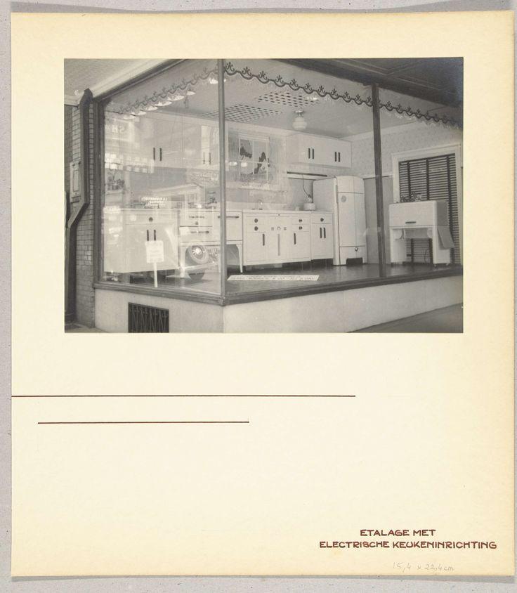 Een etalage met electrische keuken, toegeschreven aan Wouter Cool, 1936