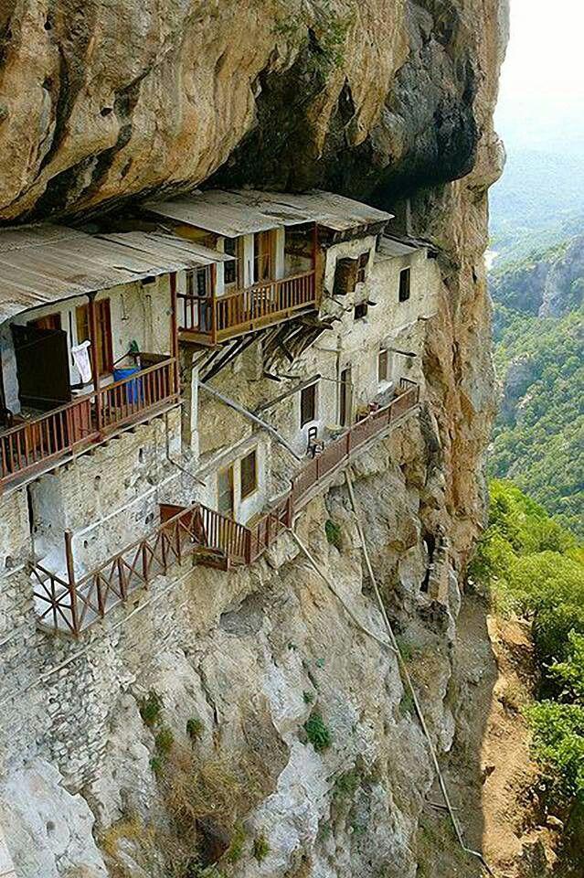 Es un monasterio en Grecia precioso