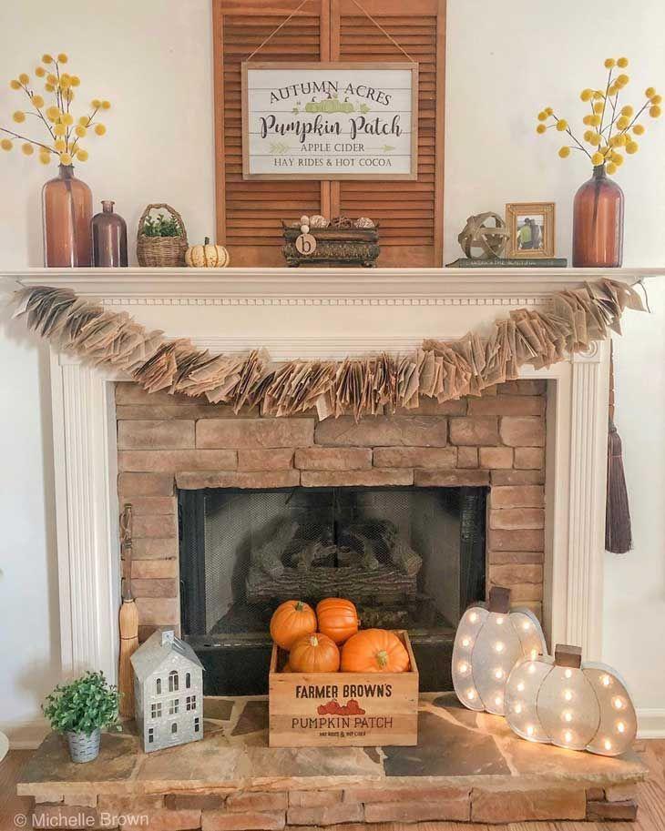 Fall Fireplace Decor, Fall Mantel Decorations, Mantle Ideas, Fireplace Ideas, Halloween Mantel, Classy Halloween, Red Brick Fireplaces, Fall Home Decor, Country Fall Decor