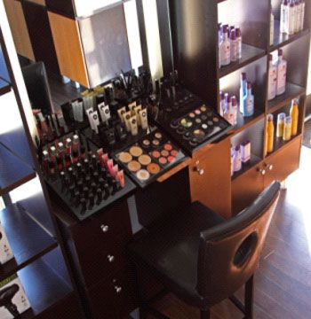 Makeup station salon inspirations pinterest retail for Salon furniture makeup station