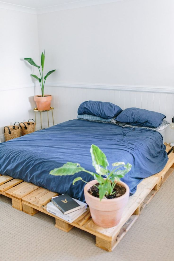 A Pair & A Spare | DIY Pallet Bed