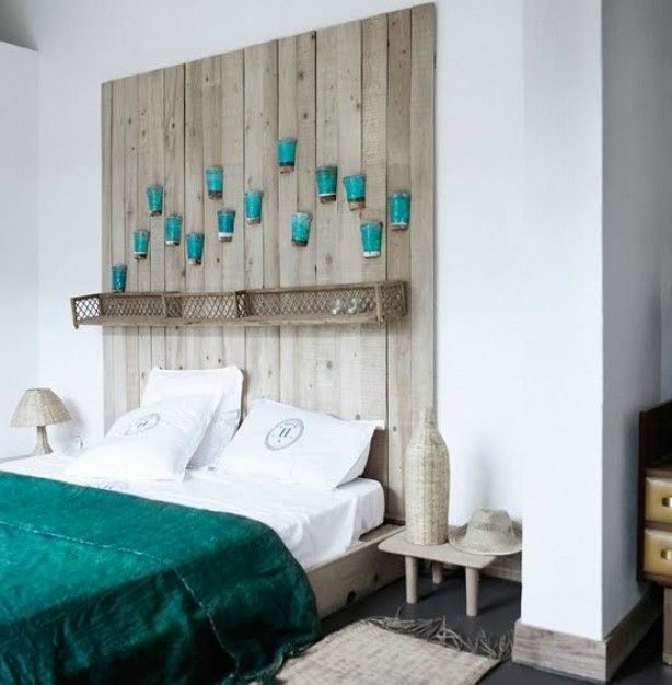 Mooi hoofdeinde van bed gemaakt van steigerhout.