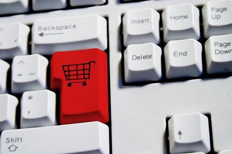 Online Alışveriş yada sanal alışveriş yada eticaret, ismini ne koyarsanız koyun. Hayatımızdaki önemi ve kullanım alanları ve ödeme kanalları farklılaşıyor. Artık insanlar Nakit ödeme yerine sanal ödeme kanallarına yönelmekte. Özellikle kredi kartı ve sanal kartlar bu alanda başı çekiyor. Ama gelecek yıllar içerisinde bu sadece sanal poslarla kısıtlı kalmayacak,  mobil ödeme kanalları, paypal, payu, gibi yöntemler çoğaldıkça kullanımları arttıkça pazarda