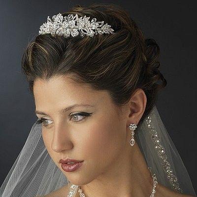 Bruidskapsel met sluier en tiara
