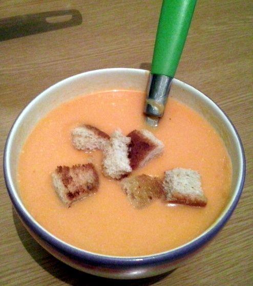 Supă cremă de cartofi dulci cu crutoane