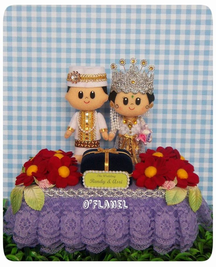 Indonesian Bride and Groom in Sundanese Wedding Costume (felt dolls)
