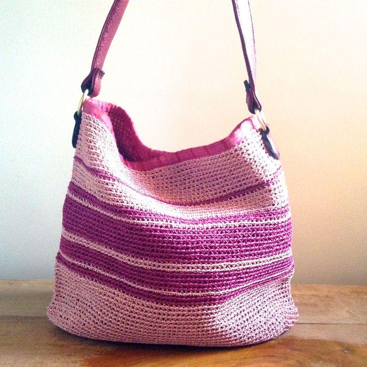 Hasır Örgü Çantası Çok kullanışlı el örgü çanta. Hafif bir yaz çanta. Hasır ipten örülmüş. İçi.... 263362