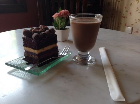 Jolly Breakfast with Triple Decker and Iced Chocolate :D by : @nyomandimasss