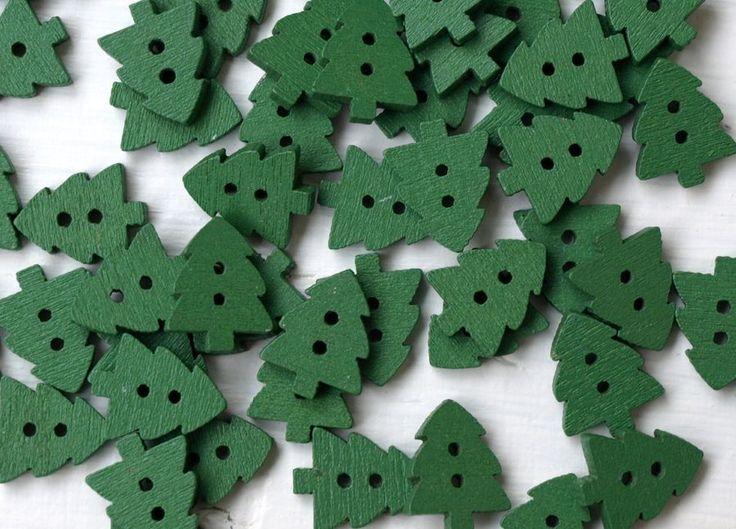 Knoflíky | Dřevěné knoflíky | Zelený stromeček. Vel. 1,6 cm. Cena za 4 ks. 9615 | Knoflikov. Knoflíky. Háčkovaná čepice. Bižuterie. Pletené ponožky.
