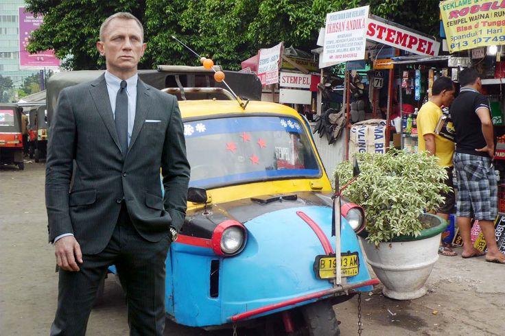 Gak usah tegang gitu mukanya mas broh ... #sepipenumpang #JamesBond