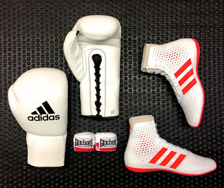 LACE UP. What do you think of this training/sparring set? Featuring the NEW Adidas KO Legend Rio 2016 boxing boots. LINK > http://www.geezersboxing.co.uk/catalogsearch/result/?manufacturer=3&q=adidas #Adidas #Boxing #BoxingGloves #Gloves #Sparring #Fitness #Training #GeezersBoxing #Geezers #Elite #Pro #Rio #Rio2016 #boots