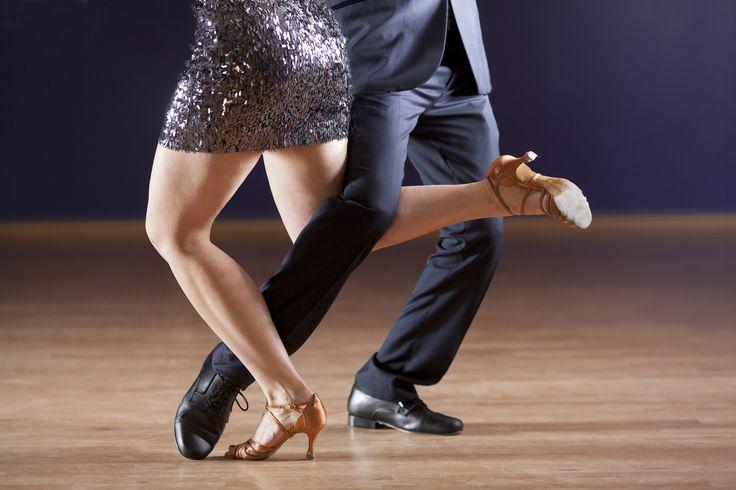 Just Dance💃🕺 Gibt es denn was Besseres als mit dem Partner zu tanzen? Wie wäre es denn mit: Langsamer Walzer, Wiener Walzer, Tango, Slowfox, Quickstep Cha-Cha-Cha, Samba, Rumba, Paso Doble oder Jive ? Nimmt euren Partner und verbringt das Wochenende mit einer Tanzreise🎶💘