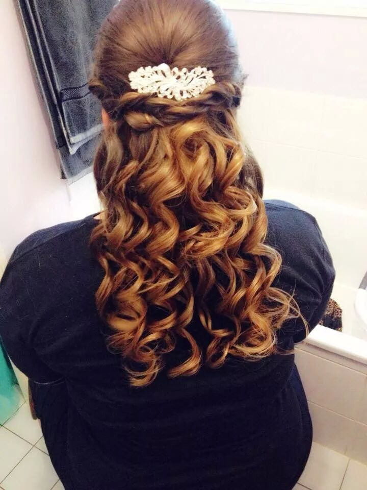 Stunning curls for graduation