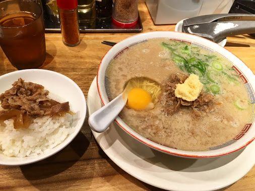 「一風堂」創業当時の濃厚豚骨スープのラーメンを供する限定店舗「シロマルベース」。渋谷や梅田の店で食べたことはあるが、なぜか大森にも店があった。肉味噌、卵入りの…