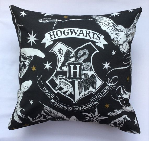 1000 id es sur le th me hogwarts crest sur pinterest harry potter poudlard et ravenclaw. Black Bedroom Furniture Sets. Home Design Ideas