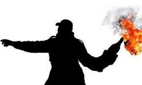 2 Pria Misterius Lempar Bom Molotov Ke Tukang Sate