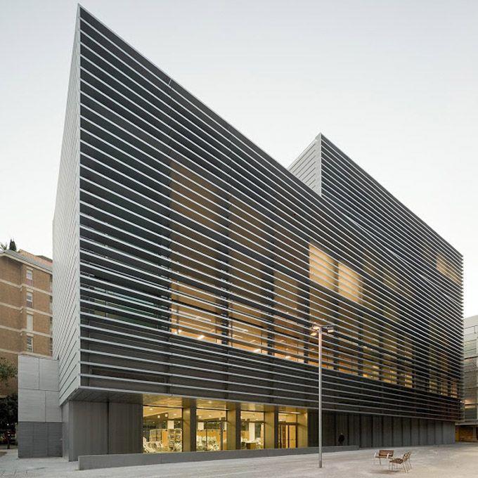 office facade. oficinas en el centro histrico de barcelona mencin especial premio catalunya construcci 2013 office building architecturefacade facade