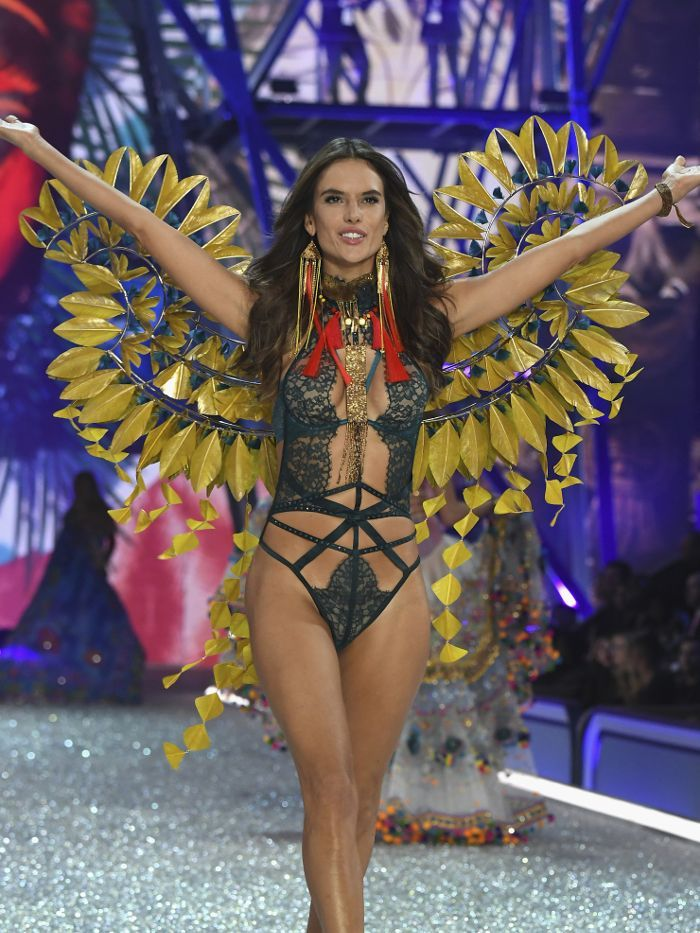 How much do vs models get paid