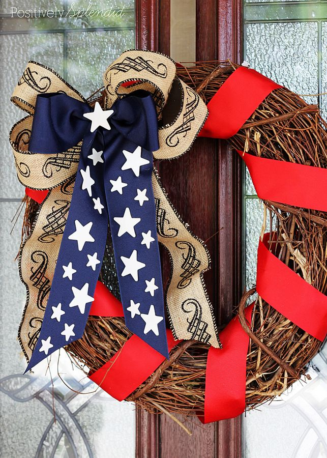 A patriotic stars and stripes wreath. Memorial Day and Independence Day craft project. MichaelsMakers Positively Splendid