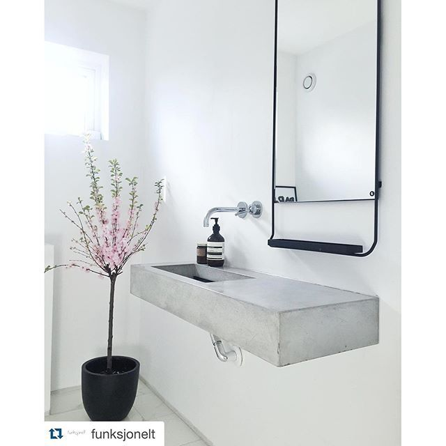 Fab styling @funksjonelt featuring our mirror. Love the concrete sink! #housedoctordk #interiors #mirror