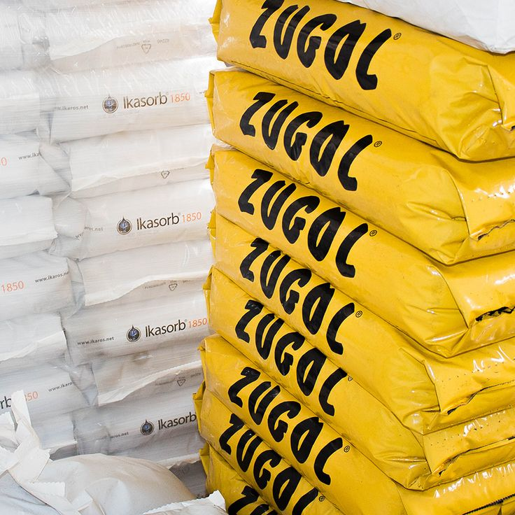 Zugol to w pełni naturalny produkt wytwarzany z kory naturalnej, bez dodatku preparatów chemicznych. Zugol charakteryzuje się wysokimi właściwościami chłonnymi w przypadku olejów, benzyny, nafty, płynów obróbkowych, płynów chłodzących i farb. Zugol nie może być stosowany na kwasie azotowym, ponieważ może wyzwalać opary azotowe. Charakteryzuje się natychmiastowym działaniem, nie powoduje ryzyka poślizgu, nie wywołuje efektów ciernych na częściach maszyn i jest użyteczny na lądzie i na wodzie.