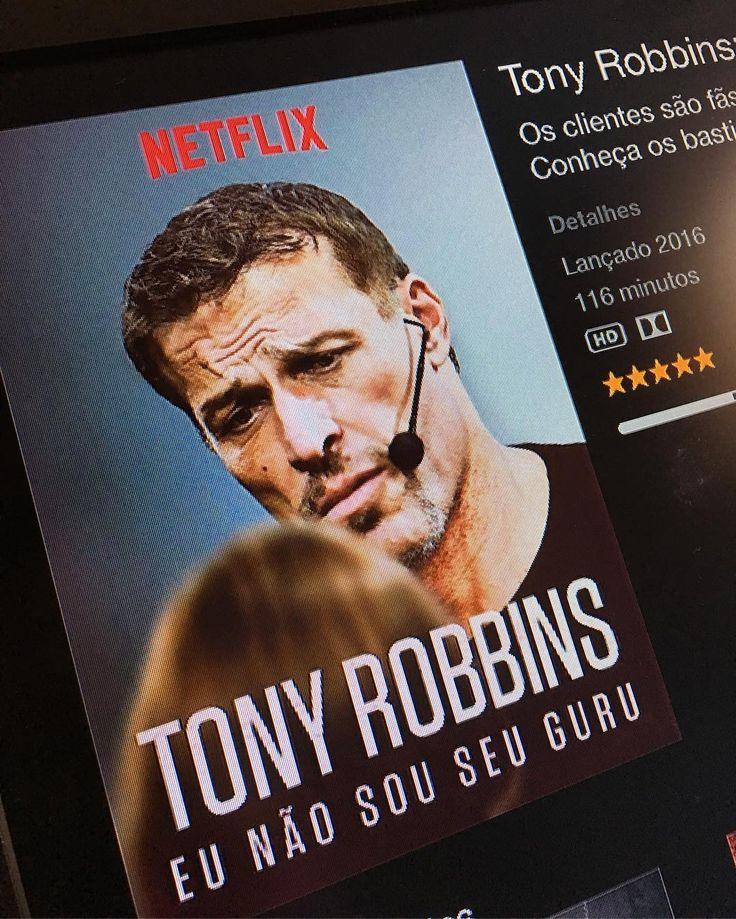 """Esse cara é fantástico!  Quando vi os 116 minutos pensei -""""vixi não tenho tempo""""  Mas resolvi ver pelo menos uma parte... E acontece que a cada parte eu parava e mandava uma mensagem para alguém: """"você precisa assistir"""". Simplesmente incrível fica a dica para TODOS assistirem.  Não fala sobre comida dieta nutrição kefir.... Fala sobre algo tão importante quanto isso: amor PESSOAS e sobre a VIDA.  No Netflix - Tony Robbins - Eu não sou seu guru.  #dosediáriademotivação #dosediáriadeinspiração"""