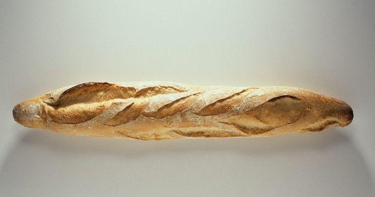 Como amaciar um pão duro. O pão de água e sal é característico por sua densidade e textura dura. Existe uma história de que um soldado uma vez quebrou um pão destes e encontrou um objeto macio dentro: uma moeda de um centavo. Apesar de ser uma história fictícia, ela testemunha a textura dura deste alimento. Mesmo com tamanha dureza, este pão foi o que manteve marinheiros e ...