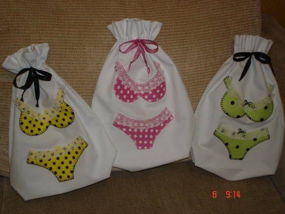 saquinho porta lingerie em pique com bordado de patchwork <br>varias estampas <br>med. 30x45cm