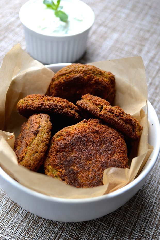 Baked Falafel Recipe with Tzatziki Sauce | Falafels, Falafel al horno ...