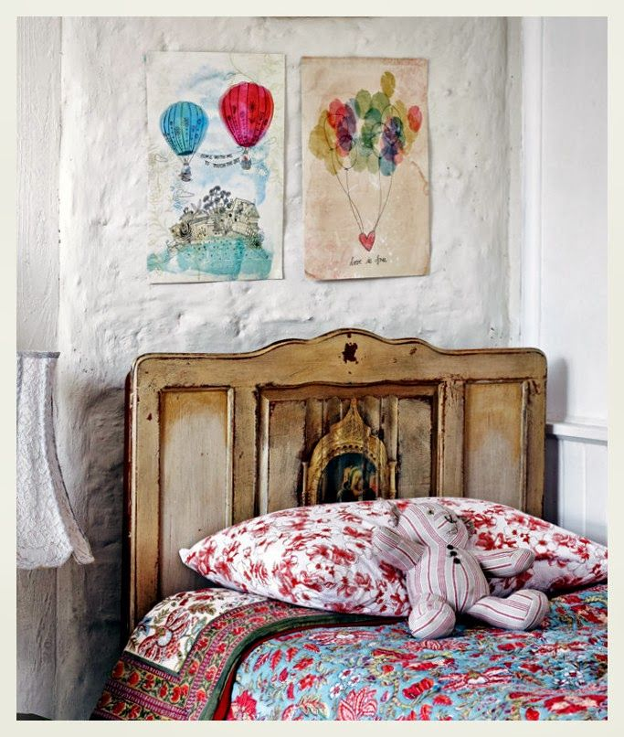 such a cozy, tasteful & uncontrived child's room, love it...