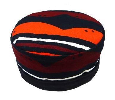 A fully reversible pill box hat in a cotton fabric from Abidjan with a bold design, full black inner and a lightly padded crown. Ideal for travelling.