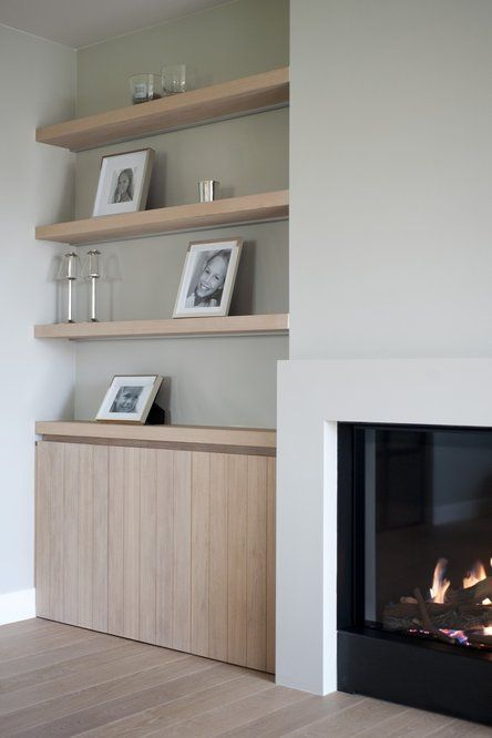 Uitstekend deel muur met ingebouwde ( hout) kachel + houten wand