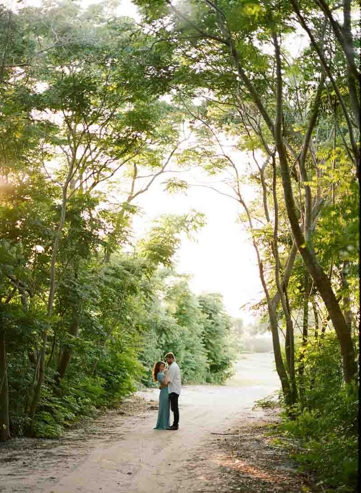 Lakeside Engagement Session in Bay Hill - Central Florida Engagement Session -  Orange Blossom Bride - Photographer: Emily Katharine Photography - Click Pin for More - www.orangeblossombride.com