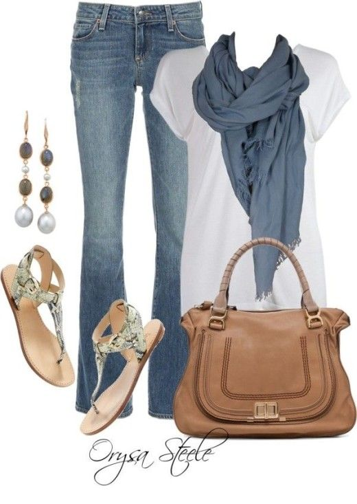 T-shirt and Jeans Outfit Simple and outstanding combination. With perfect accessories especially flats are super cute.