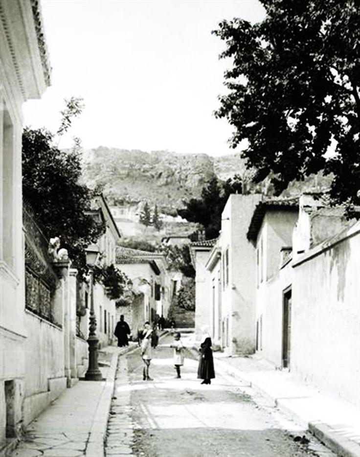 Αθήνα. Η οδός Μνησικλέους, περ. 1903-1923