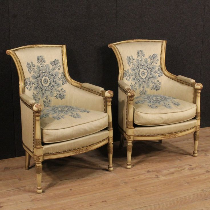 1450€ Pair of lacquered and golden French armchairs. Visit our website www.parino.it #antiques #antiquariato #furniture #lacquer #antiquities #antiquario #chair #armchair #fauteuil #decorative #interiordesign #homedecoration #antiqueshop #antiquestore #gold #golden #lacquered