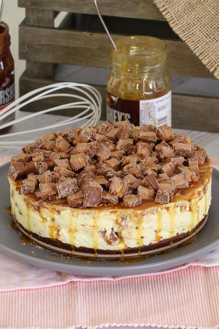 The Ultimate No-Bake Mars Bar Cheesecake... packed full of Mars Bars, chocolate sauce and caramel sauce! Talk about delicious!    #mars #bar #cheesecake #recipe #nobake #thermomix #convemtional #easy #chocolate #dessert