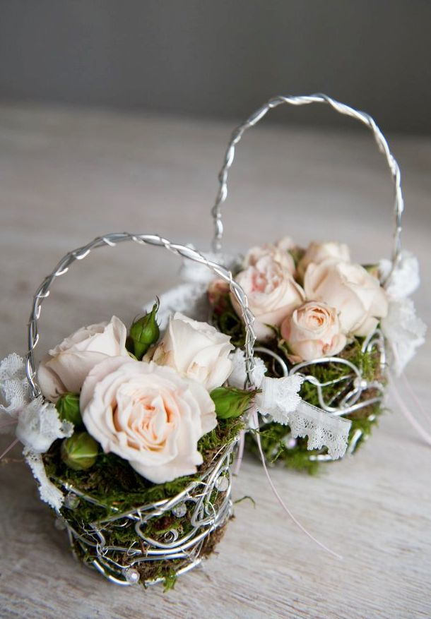 Cute Bridesmaids Little Basket Of Moss And Roses Summer