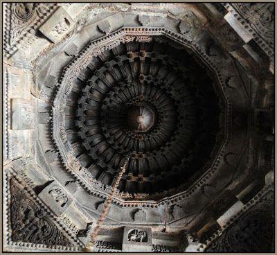 The Voice of Greenery - Trekking and Travelling in Western Ghats: Nagalapura Chennakeshava Temple, Karnataka