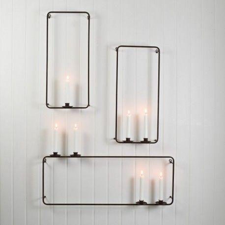 3 ljuslampetter av antikbehandlad metall i rostbruna nyanser. Ljusstakarnaär utrustad med ljushållare avsedda för vanliga kronljus.